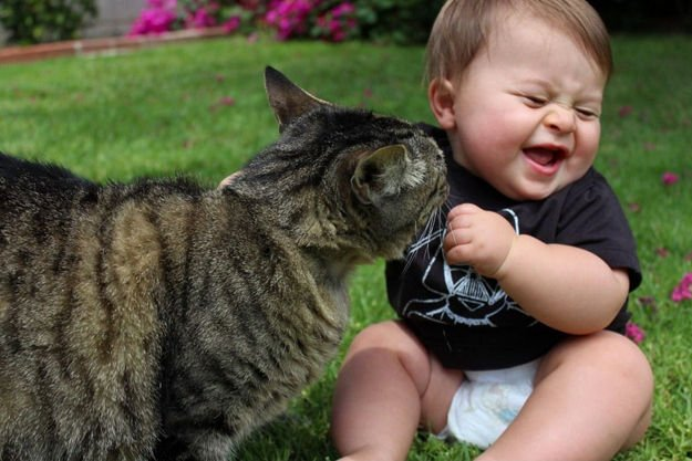Childrens-Looks-Cute-With-Their-Pets-013